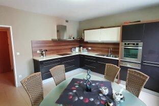Zentrale Maisonette-Wohnung mit 2 Balkonen, moderner Einbauküche und bis zu 2 Tiefgaragenplätzen