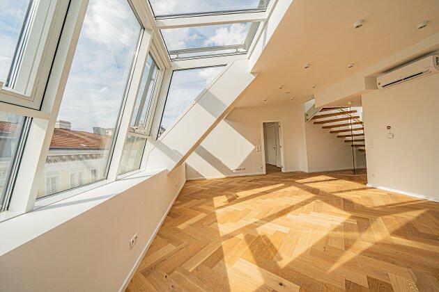 Foto von NEU!  ERSTBEZUG in 1080 Wien ! Luftwärmepumpe + Fußbodenheizung + Rollläden + Klimaanlage + BUSSYSTEM ! Dachgeschoss-Wohnung mit WINTERGARTEN sowie BALKON und DACHTERRASSE !