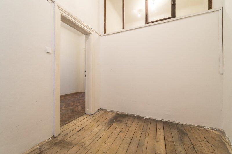 ++NEU++ Sanierungsbedürftige Stilaltbauwohnung in aufstrebender Lage! 4-Zimmer möglich! /  / 1150Wien / Bild 1