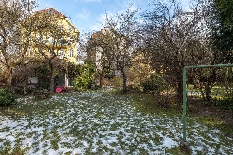 ++NEU++ ERSTBEZUG: Kernsanierte DG-Wohnung in Stilvilla! idyllischer Garten! **perfekt für Anleger** /  / 1140Wien / Bild 9