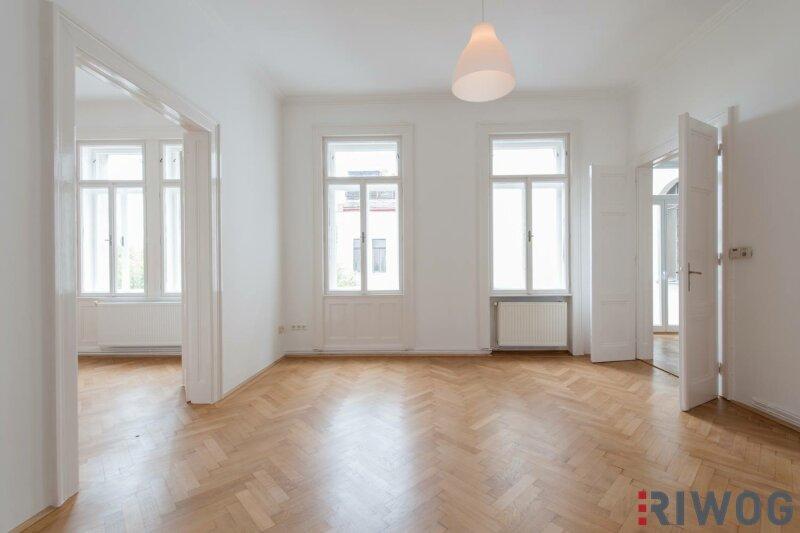 ***Wohnen direkt an der Mariahilfer Straße---Top Saniert---In den Innenhof gerichtet---Balkon---Designer-Küche***