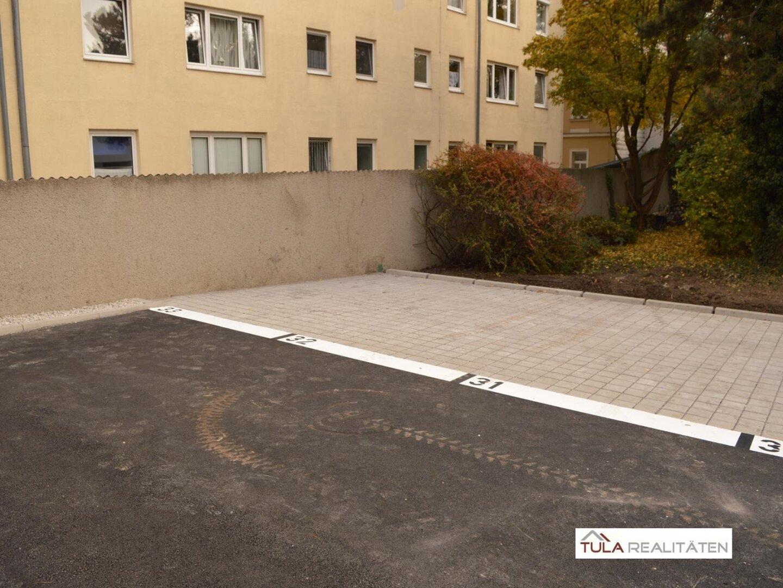 Parkplatz (hofseitig im Freien)