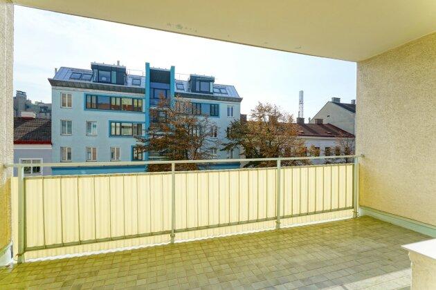 Foto von Sanierungsbedürftige Wohnung mit Loggia !