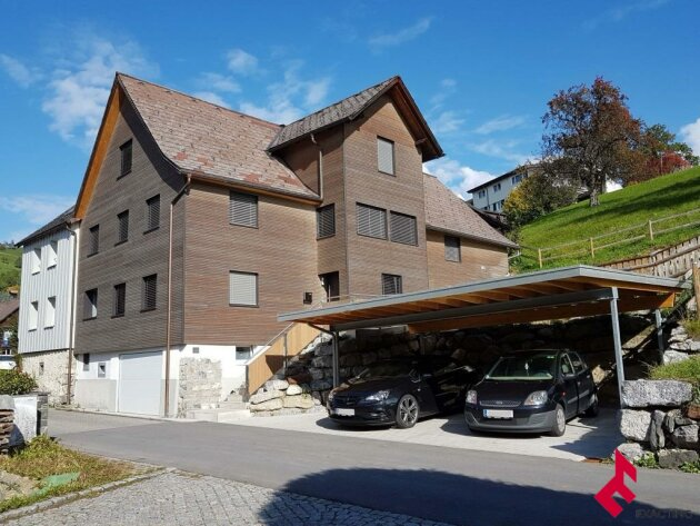 besonderes Wohnhaus mit Terrasse und Doppelcarport