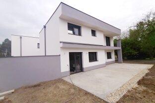 """Einfamilienhaus - 6 Zimmer mit 640 m² Garten und Garage - 213 m² WohnNutzfläche - """"Schlüsselfertig"""""""