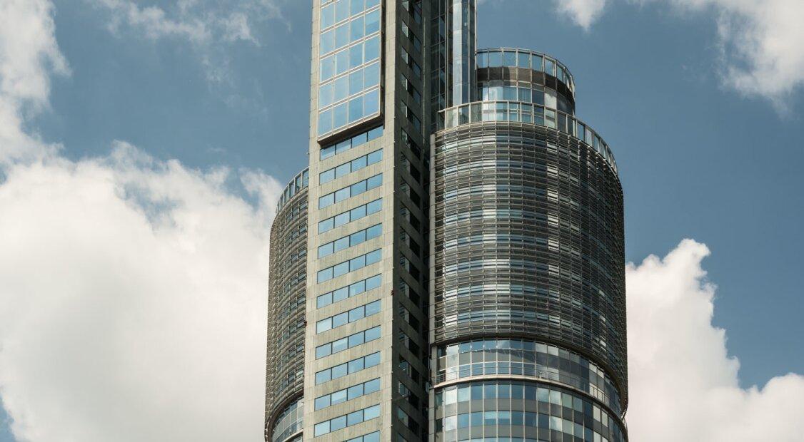 Moderne Büros mit Ausblick im MILLENNIUM TOWER  |