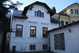 Jahrhundertwendehaus liegt mitten im idyllischen Weinort Gumpoldskirchen.
