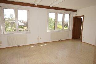 4 Räume - Praxis/Büro in Baden zu vermieten