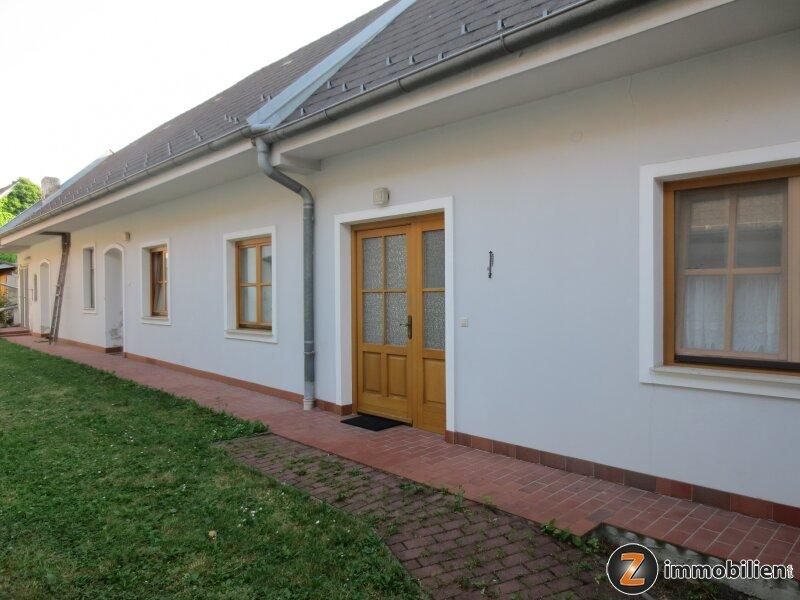 Gepflegtes Landhaus mit vielen Nebengebäude