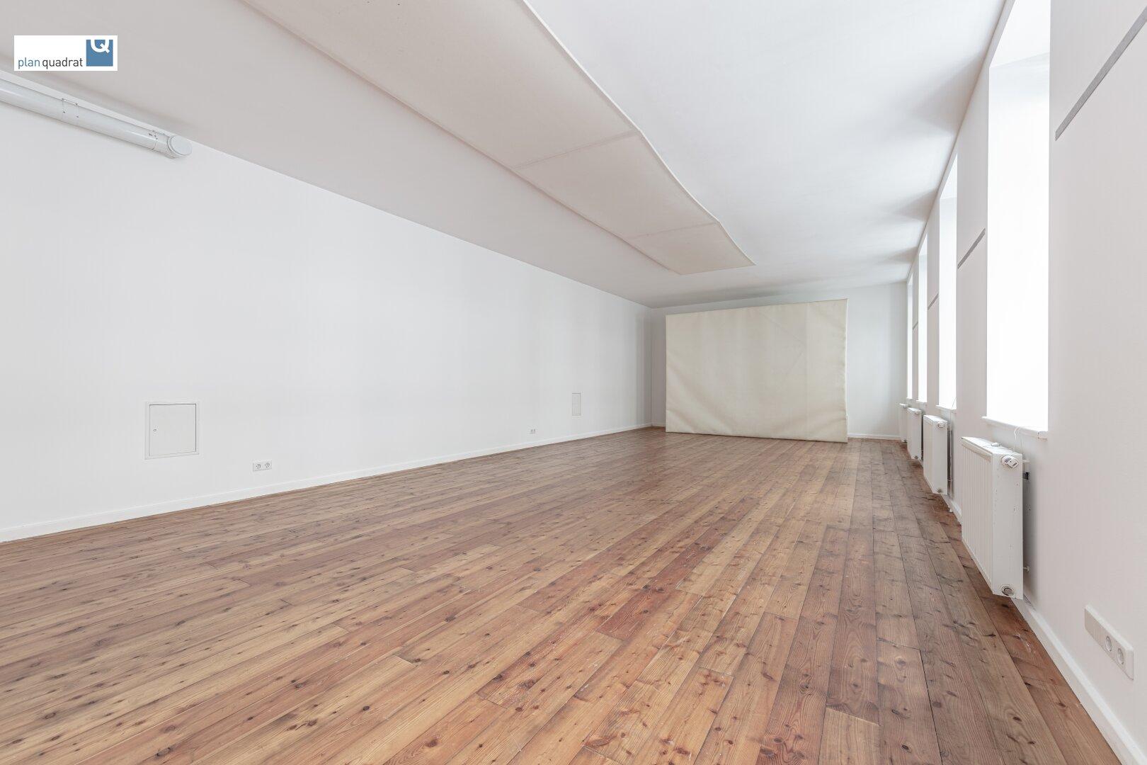 Hauptraum (ca. 72,60 m²)