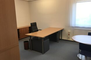 Büro mit 75,31 m² perfekte Lage um sich mit Kunden zu besprechen. Provisionsfrei