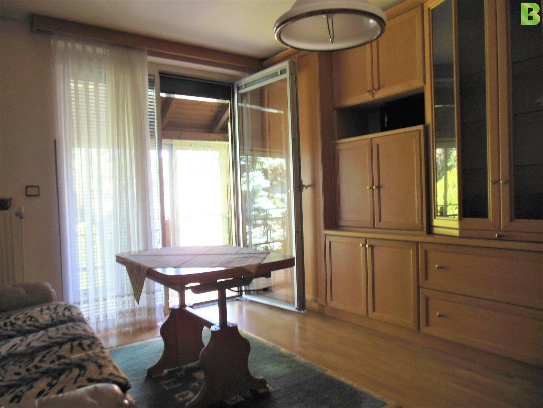 Wohnzimmer mit Ausgang auf die Veranda