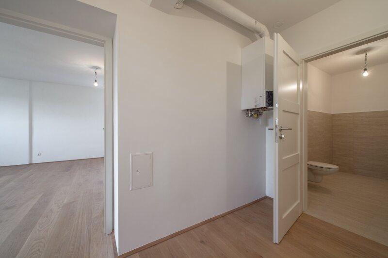 ++NEU++ ERSTBEZUG: Kernsanierte DG-Wohnung in Stilvilla! idyllischer Garten! **perfekt für Anleger** /  / 1140Wien / Bild 3