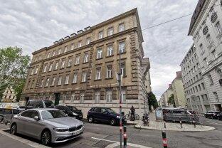 Repräsentative Altbauwohnung direkt im Botschaftsviertel