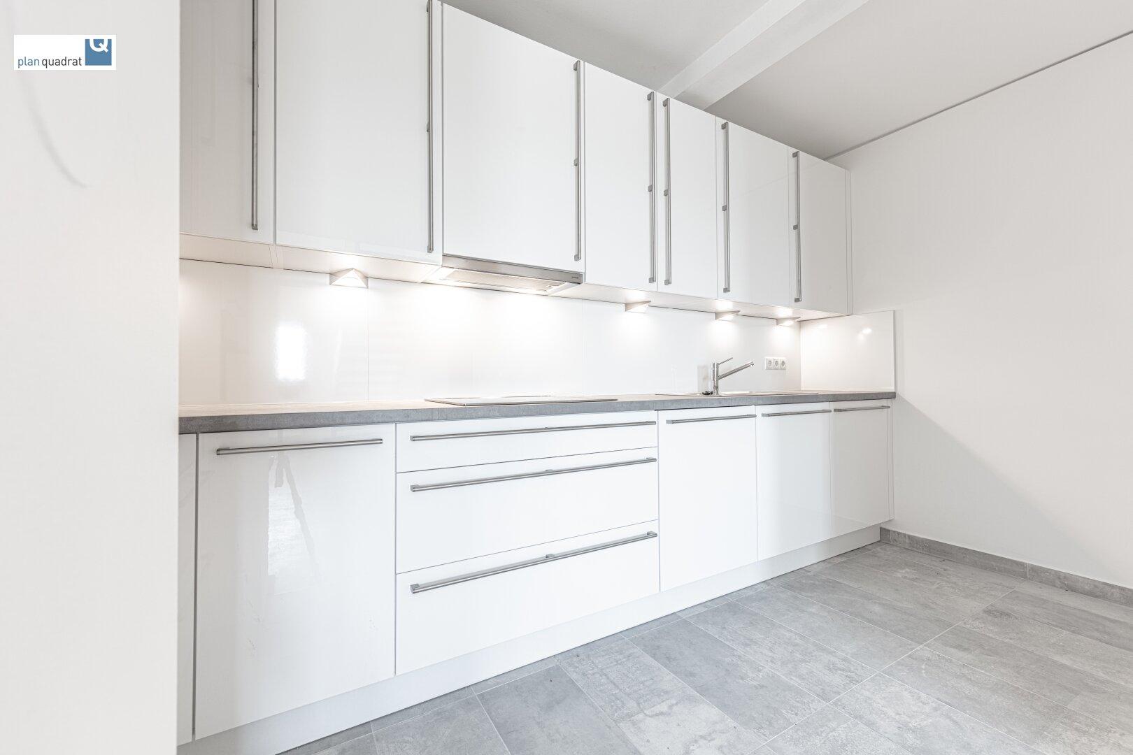 Küche (ca. 7,90 m²) mit neuer Einbauküche