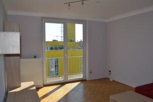 frisch renovierte 3 Zimmer Wohnung mit Balkon direkt an der U1 Altes Landgut - ab sofort!