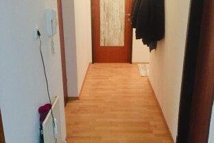 Familienwohnung, 4 Zimmer mit Loggia, TGP und Kinderspielplatz