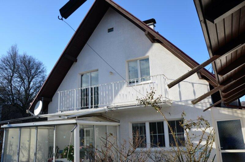 LIEBEVOLL GEPFLEGTES EINFAMILIENHAUS. 70er-Jahre Haus in bester Kierlinger Lage.