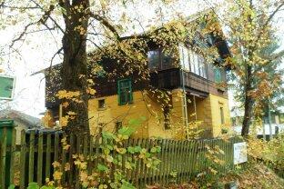 """Teilrenoviertes """"Herrenhaus"""" in ruhiger Lage mit großem Garten!"""