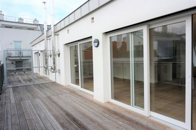 Foto von :::Stilvolle Neubaumaisonettewohnung mit zwei Terrassen in absoluter Grünruhelage - Wohnprojekt im Baurecht:::
