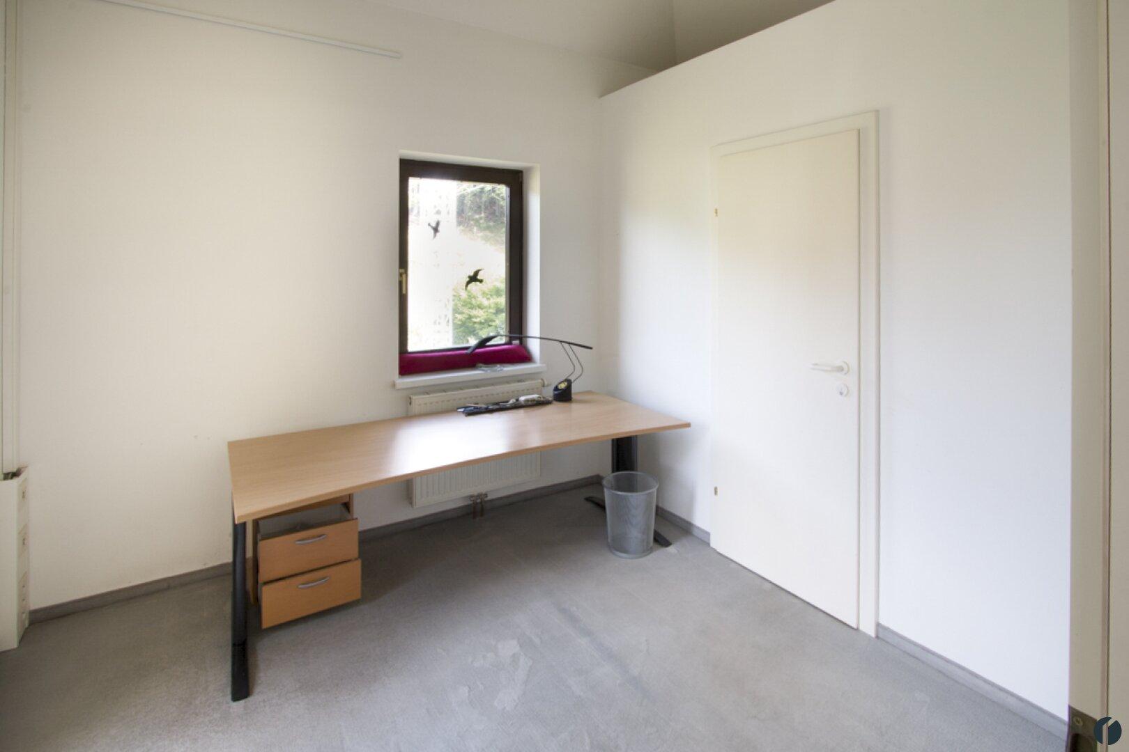 kleiner Büroraum im OG mit WC