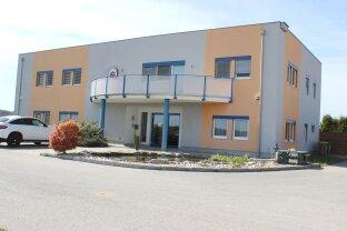 Oberwart: Bürogebäude mit Lagerhalle und Flugdach