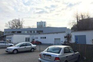 Stand-Alone Betriebsobjekt mit Parkplätze an der Grenze zu Linz