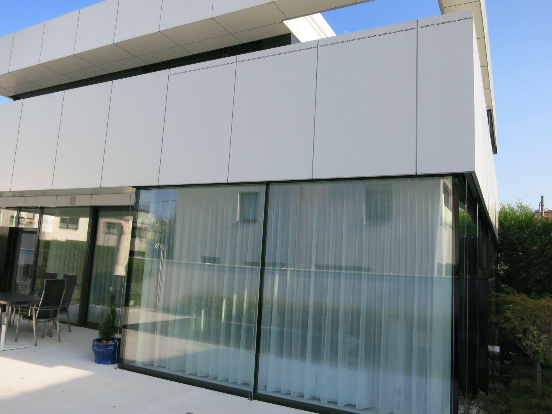 moderne Architektur, große Glasflächen