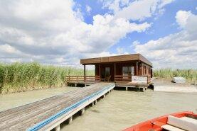 GroßzügigeSeehütte am Neusiedlersee in der Ruster Bucht