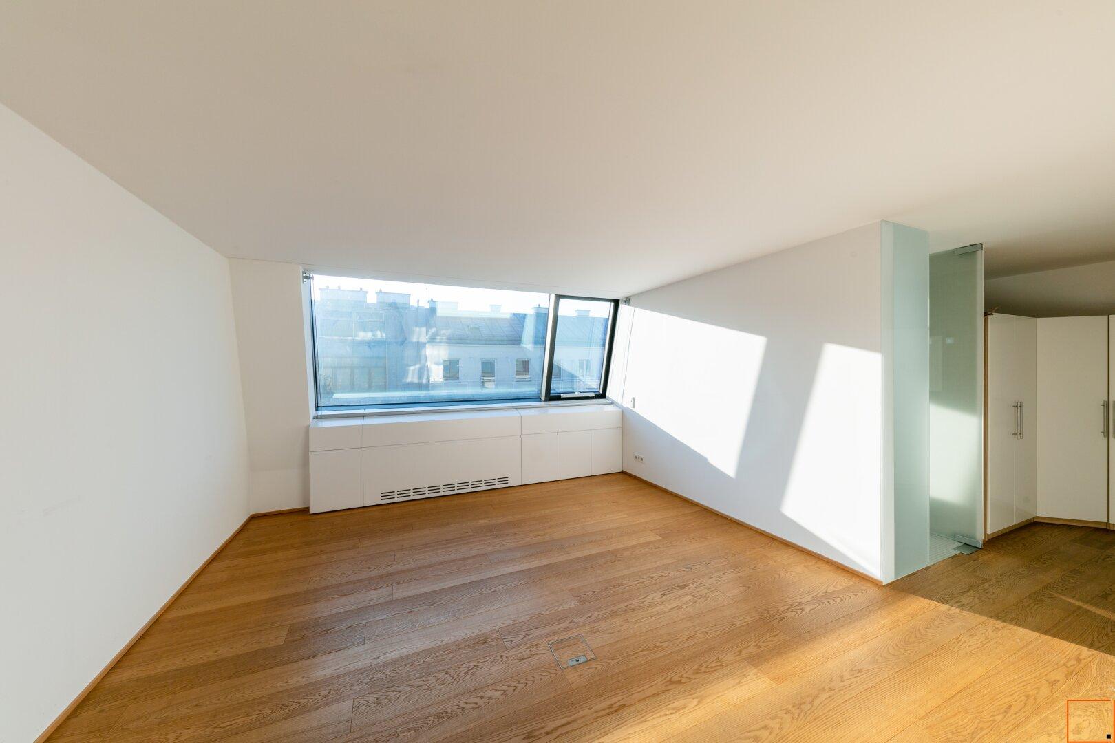 Masterschlafzimmer mit Einbaukästen