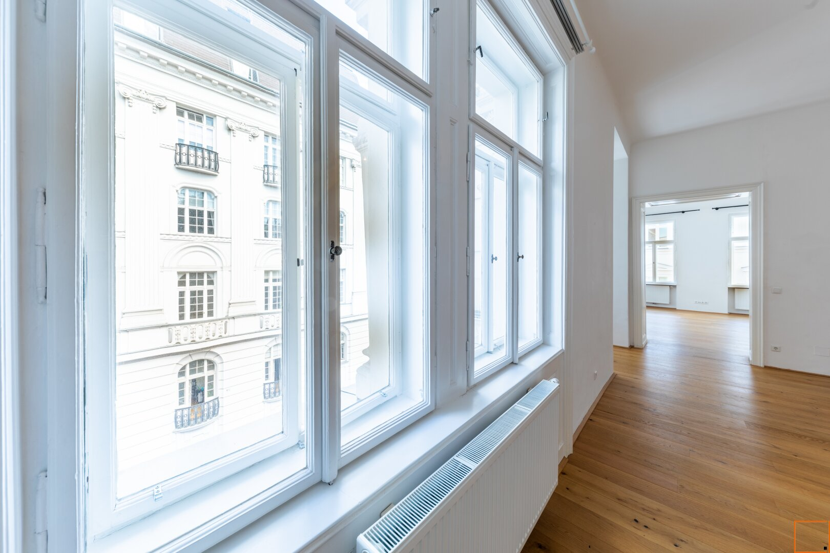 Wohnzimmer mit Fensterfront