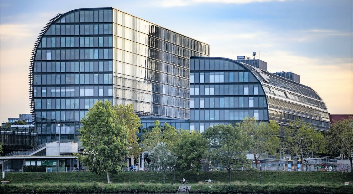 RIVERGATE | Erstklassige modernste Büros an der U-Bahn |