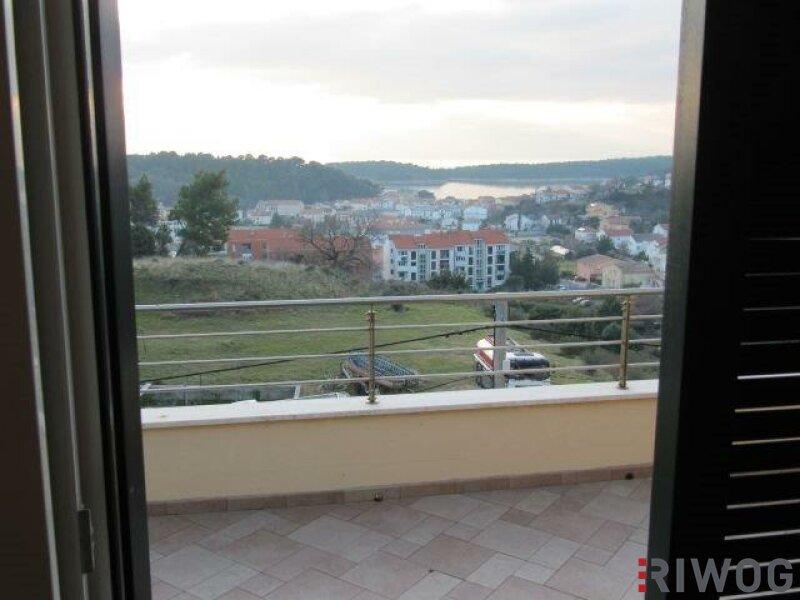 +++ Ferienhaus mit drei Wohnungen und schönem Meerblick  +++ /  / 53287Rab / Bild 4