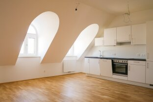 Erstbezug nach Generalsanierung: Moderne 4-Zimmer-Dachgeschoßwohnung mit Terrasse
