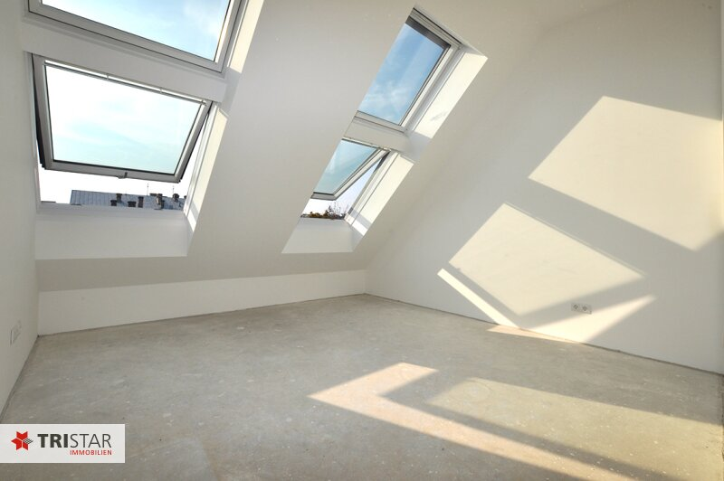 ++NEU++ 3-Zimmer-Dachgeschoßwohnung mit großer Dachterrasse im Generalrevitalisierte Altbau-Haus ++Nähe U-Bahn (U3) +++ /  / 1150Wien / Bild 4