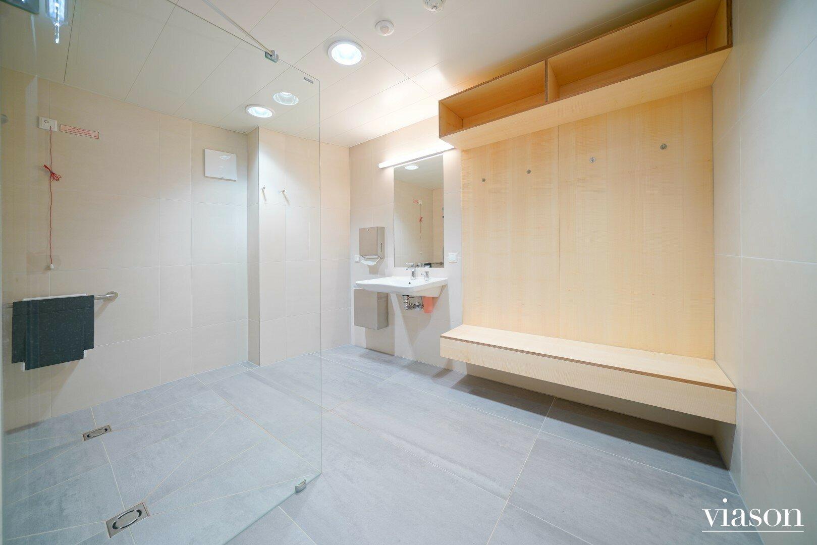 Duschen im Fitnessraum