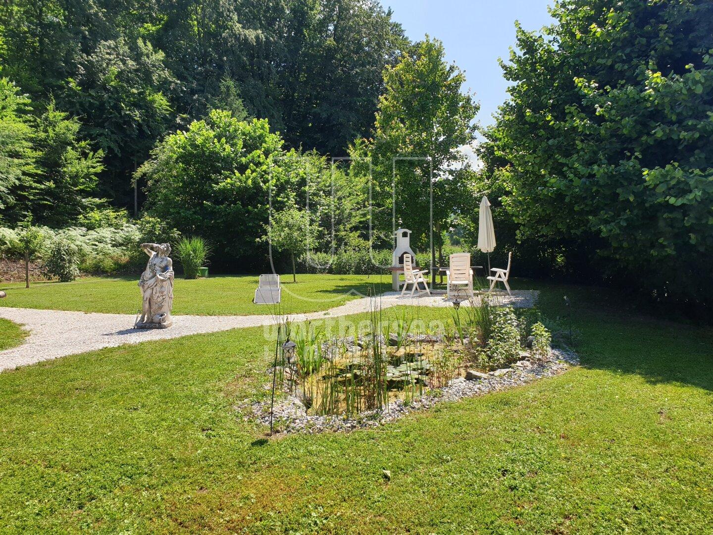 kleiner Teich und Grillecke