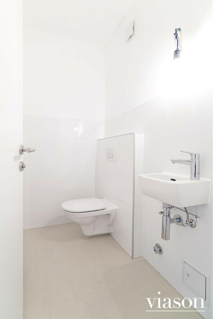 Gäste WC mit Handwaschbecken