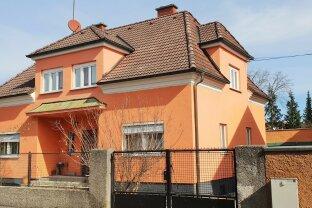 Renovierungsbedürftiges Einfamilienhaus mit großem Garten!