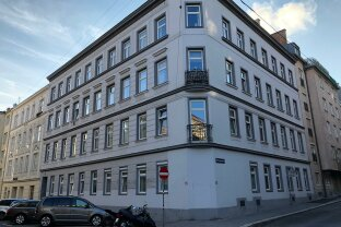 generalsanierte 2-Zimmer-Wohnung im Altbau!