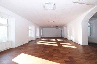 Direkt auf der Mariahilfer Strasse / Nähe Westbahnhof - stilvolles Altbaubüro - freie Raumgestaltung