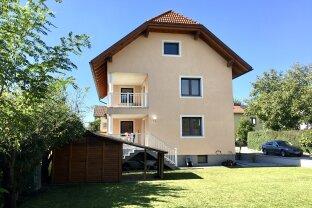 Erstbezug nach Renovierung - Großzügiges Zweifamilienhaus in Ruhelage