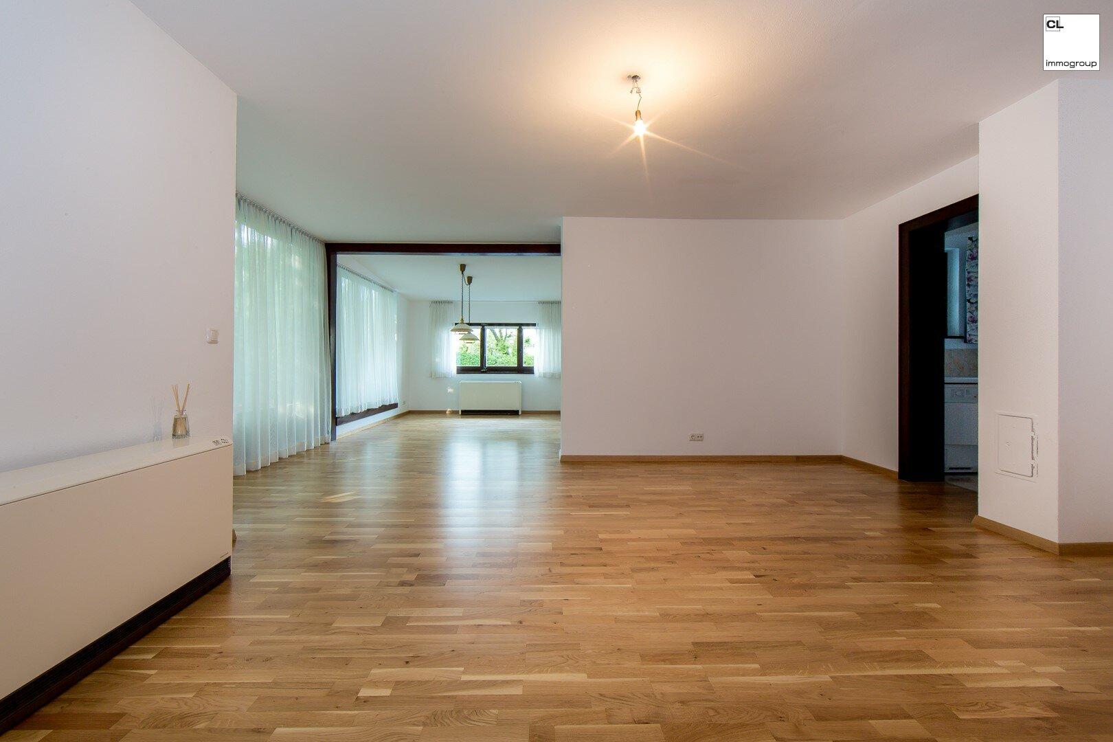 Wohnbereich mit Fensterflächen (Wohnzimmer wäre abtrennbar)