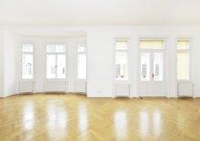 Altbau-Appartement mit Balkon
