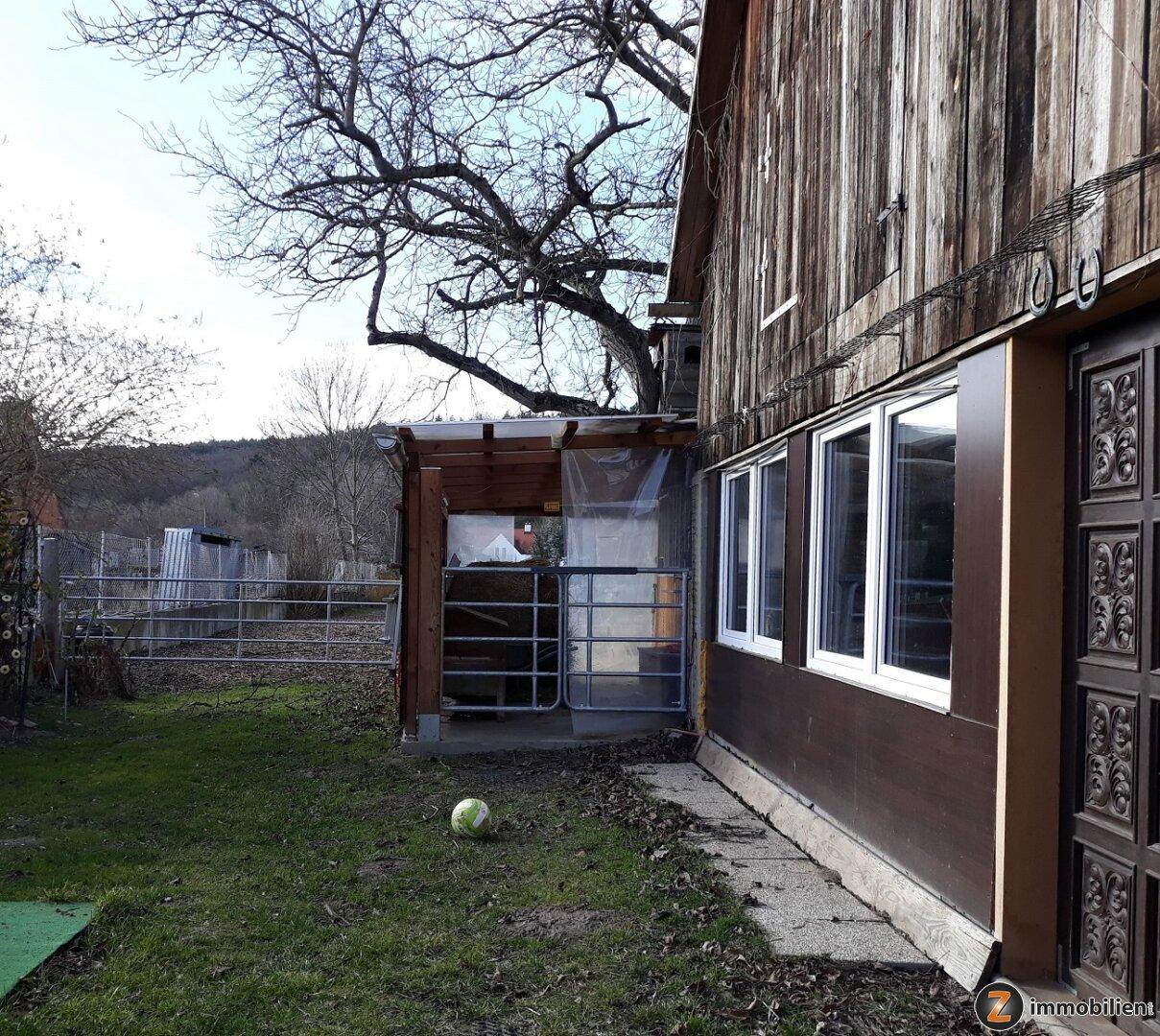 Teilansicht Nebengebäude und Stall