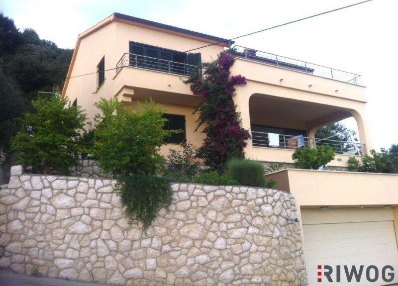 +++ Ferienhaus mit drei Wohnungen und schönem Meerblick  +++ /  / 53287Rab / Bild 1