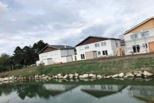 Bruck a.d.Leitha/Prellenkirchen: Herbstliche Preise - Doppelhaushälfte am Badeteich jetzt ab €299.000