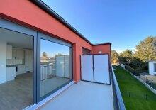 ERSTBEZUG: 2 Zimmer Neubauwohnung | Balkon | Einbauküche | inkl. PKW Stellplatz
