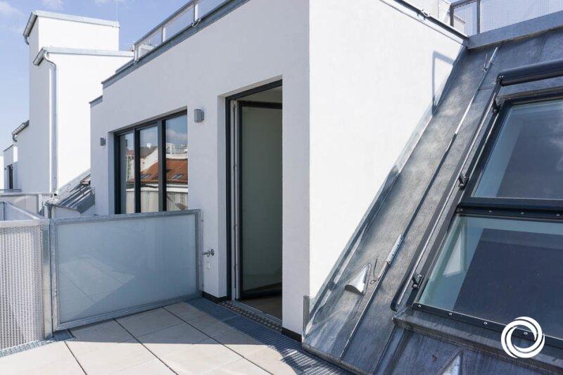 1060 // Wohnen auf 2 Ebenen mit Terrasse!
