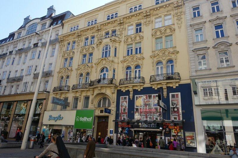 U3 Zieglergasse / Mariahilferstraße / Hofruhelage / unbefristete 63 m² Altbaumiete / 4. Stock ohne Lift